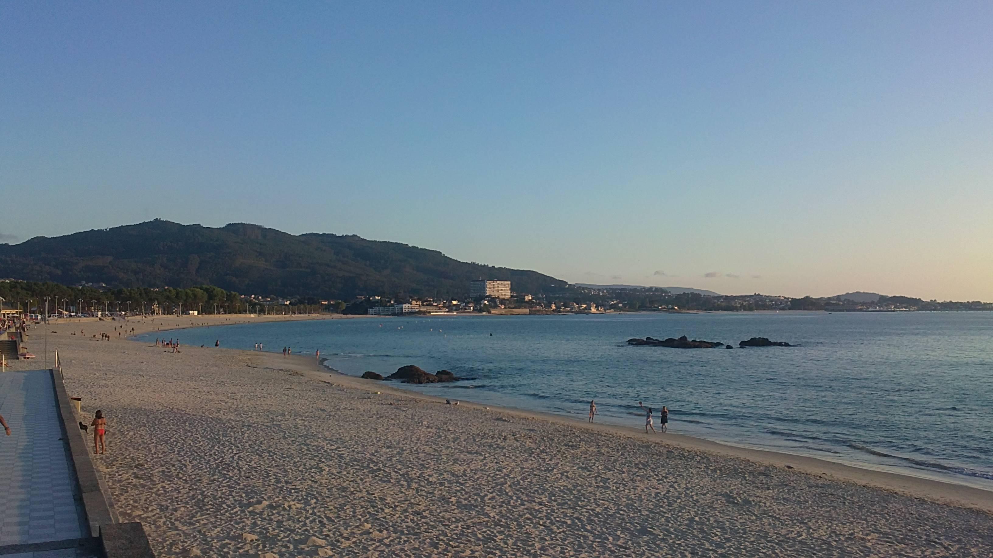 Pregunta: ¿Cómo es + conocida la playa de la foto?