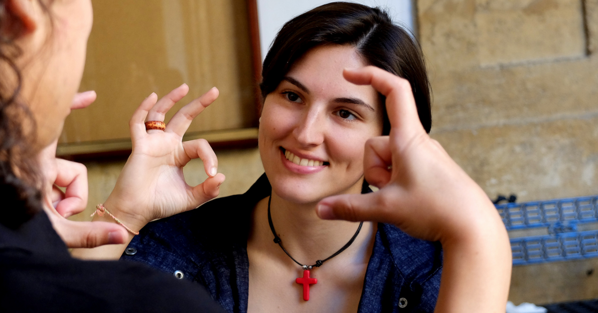 Lengua de signos, un idioma a mano de todos