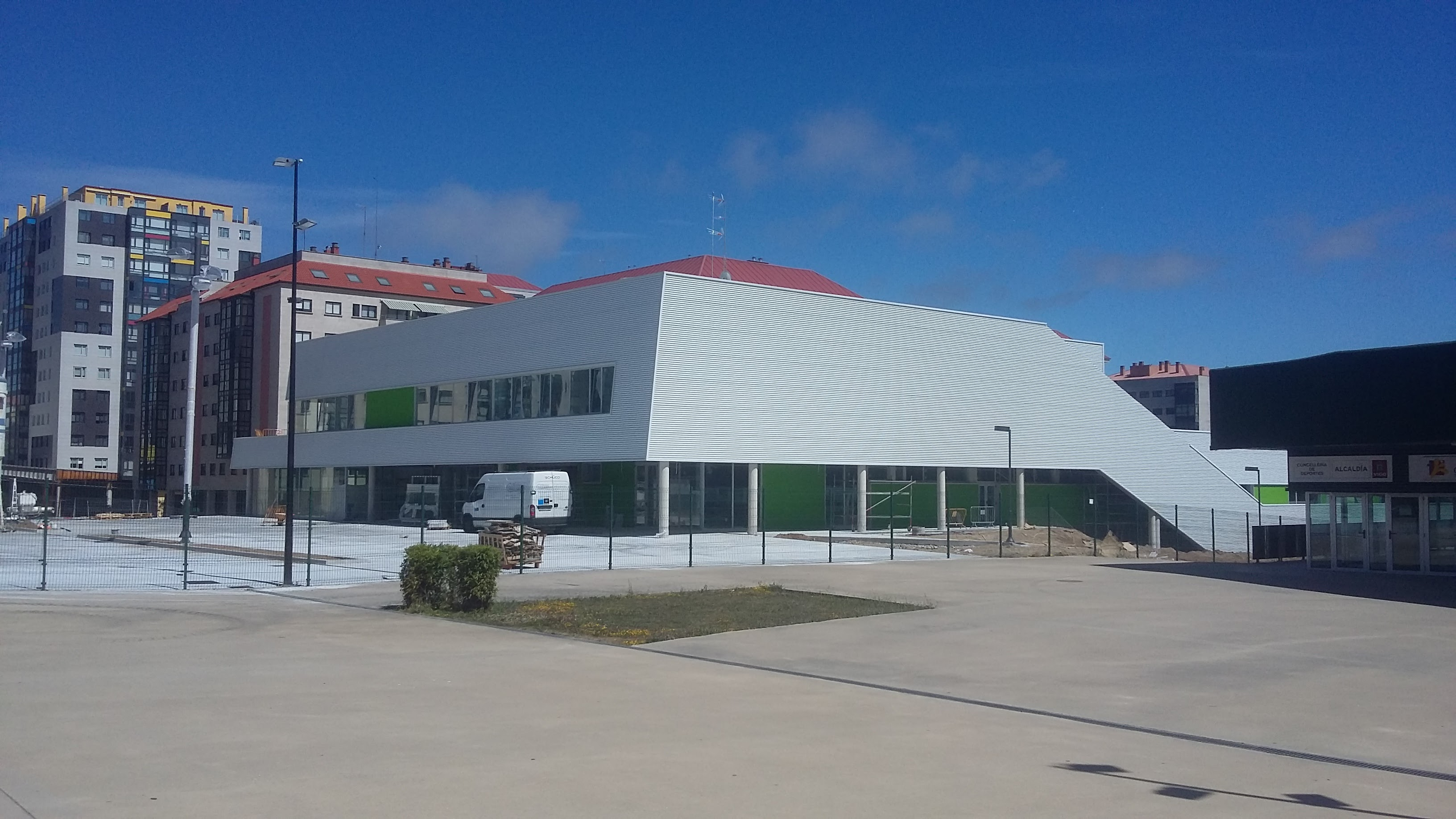 El nuevo complejo deportivo de Navia abrirá en Septiembre